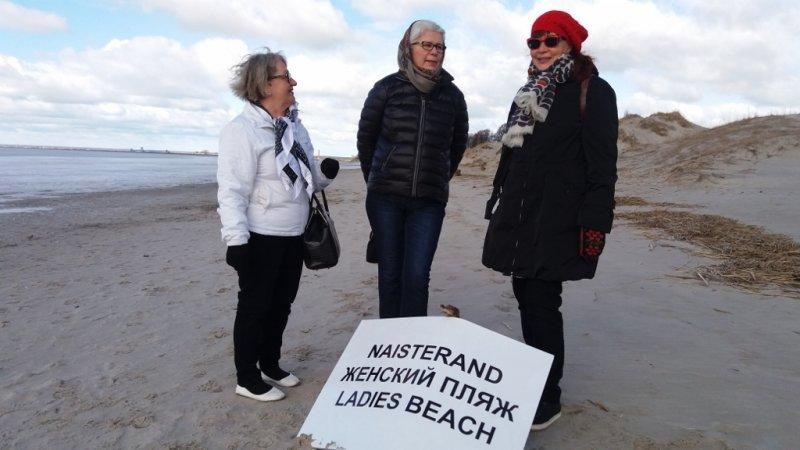 5 Naisten rannalla vain Verlalaisia naisia