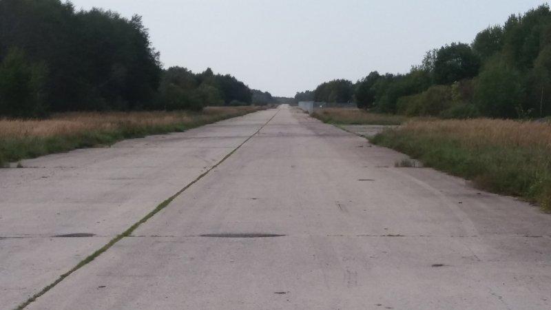 2,5 km pitkä kiitorata (km)