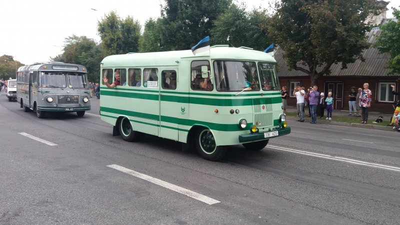 Mennään bussilla (km)