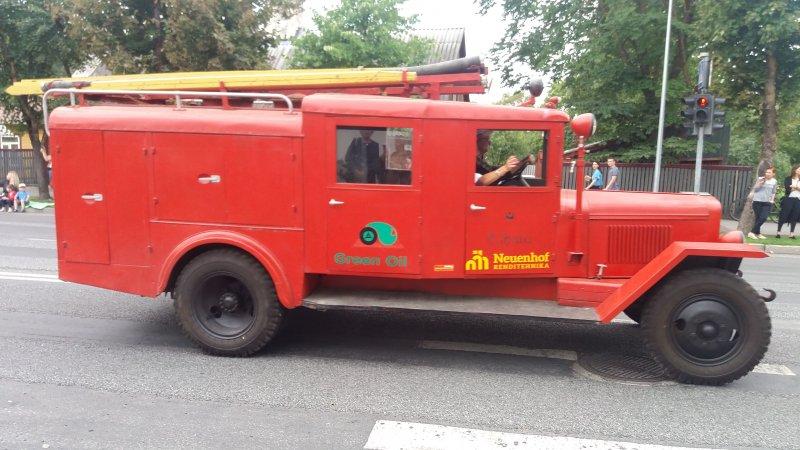 Paloauto paraatissa (km)