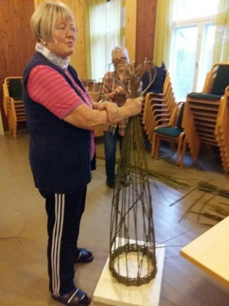 Taina-kouluttamassa-pajuja