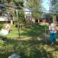 Matti Hälikkä ja Arja Torikka purkamassa telttakatosta tapahtuman jälkeen