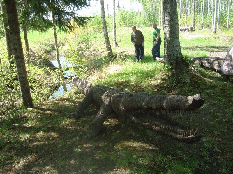 Krokotiili ja taustajoukot