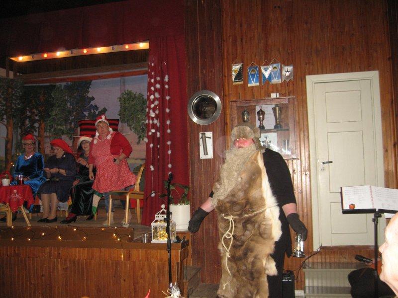 Joulupukki saapuu näytelmään